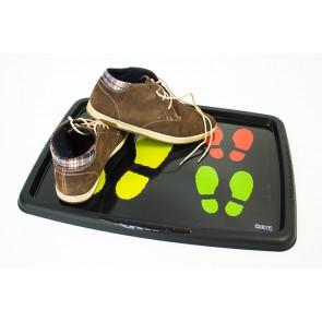 Odkapávač na boty sbarevně vyznačenými šlápotami.
